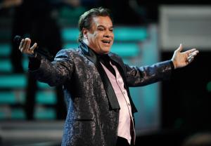 Juan Gabriel ha muerto: Le sobrevive un canto hecho pueblo; Leopoldo González